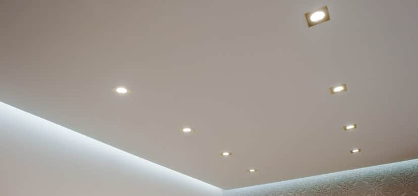 Ceiling spots operated with line voltage